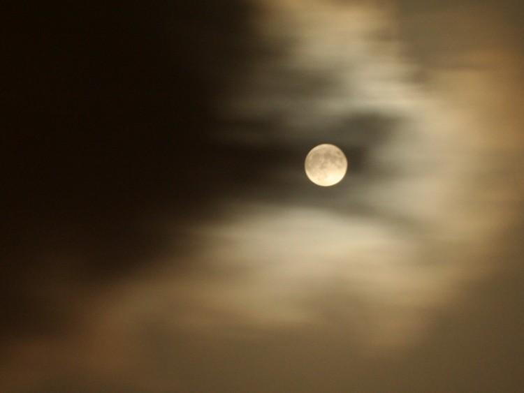 Fonds d'écran Espace Lune lune dans nuages