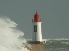 Wallpapers Constructions and architecture tempête sur le phare rouge.