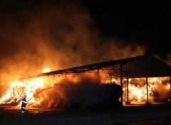 Fonds d'écran Hommes - Evênements feu de hangar 2