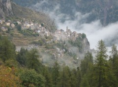 Fonds d'écran Constructions et architecture Roubion village des Alpes Maritimes.