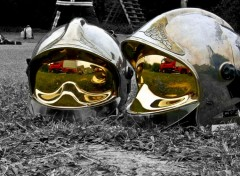 Wallpapers People - Events casques F1 chromés