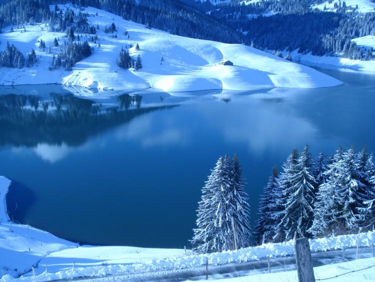 fonds d 39 cran nature fonds d 39 cran montagnes paysage hiver en montagne par skategirl. Black Bedroom Furniture Sets. Home Design Ideas
