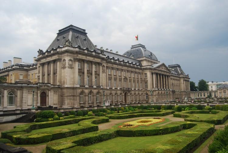 Fonds d 39 cran voyages europe fonds d 39 cran belgique palais royal de bruxelles par calace for Ecran de jardin belgique