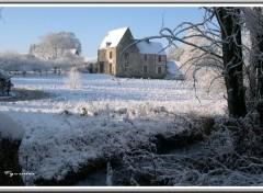 Fonds d'écran Nature Très vieille maison sous la neige