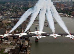 Fonds d'�cran Avions F-16 Fighting Falcons U.S. Air Force Thunderbirds over New York City