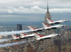 Fonds d'écran Avions Thunderbirds over New York