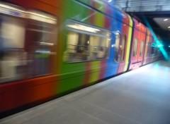 Fonds d'écran Transports divers le métro passe...la vie continue