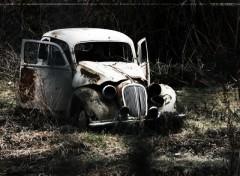 Fonds d'écran Voitures Epave automobile