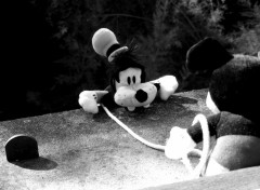 Fonds d'écran Objets Mickey prend la fuite