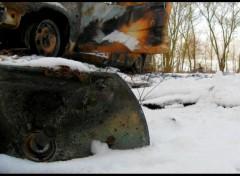 Fonds d'écran Voitures voiture cramée brulée neige paysage