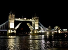 Fonds d'écran Voyages : Europe London by night...