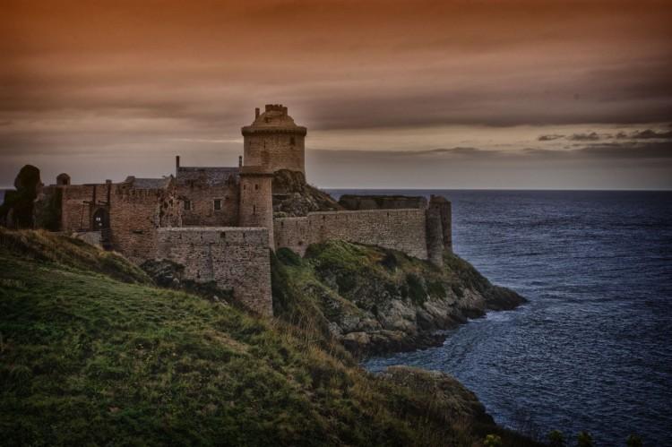 Fonds d'écran Voyages : Europe France > Bretagne Fort la Latte in HDR