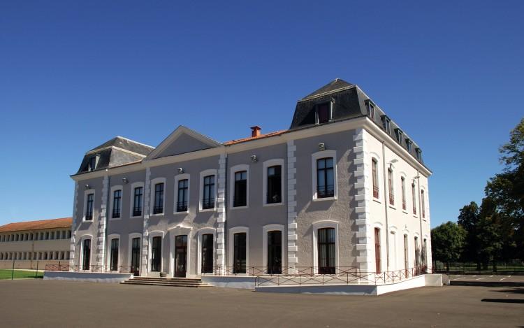 Fonds d'écran Constructions et architecture Châteaux - Palais chateau le Palais .Feurs ,Loire 42