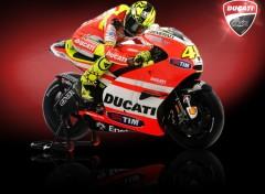 Fonds d'écran Motos Valentino Rossi - Ducati Corse