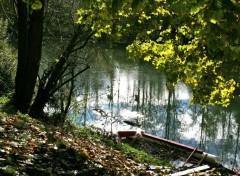 Fonds d'écran Nature Une barque, une rivière et le soleil