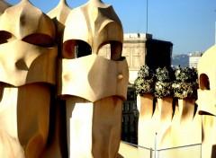 Fonds d'écran Constructions et architecture Les cheminées de Gaudi