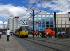 Various transports Tramway à l'Alexander Platz - Berlin