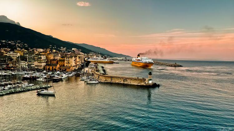 Fonds d'écran Voyages : Europe France > Corse Port de Bastia