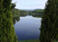 Nature Miroir sur lac en haute correze