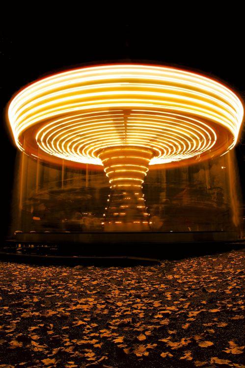 Fonds d'écran Constructions et architecture Parcs d'attractions > Divers Manège d'automne
