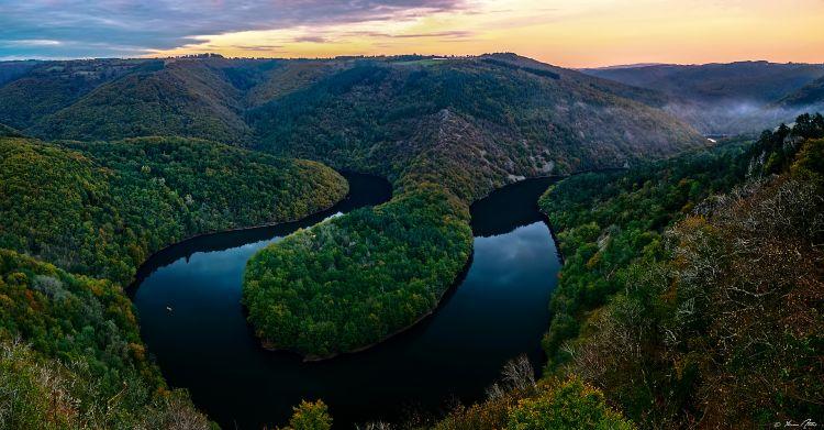 Fonds d'écran Voyages : Europe France > Auvergne Water Snake