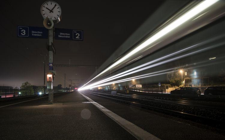 Wallpapers Constructions and architecture Stations - Railroads Le train est à l'heure