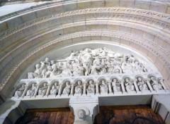Constructions et architecture Fronton église Saint-Pierre à Mâcon
