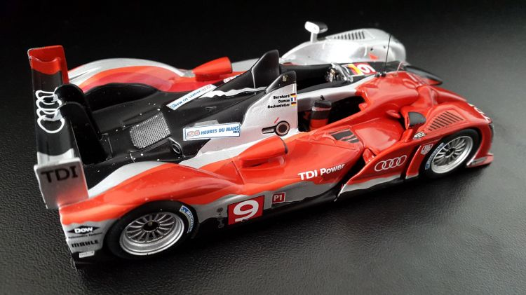 Wallpapers Cars Cars - Toys Audi R15 plus TDI victorieuse 24 Heures du Mans 2010