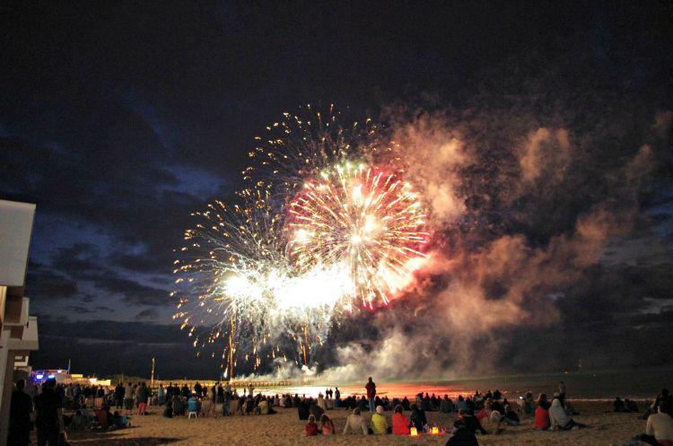 Wallpapers People - Events Fireworks Feu d'artifice en bord de mer