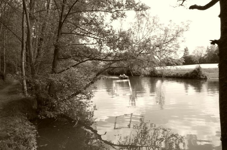 Wallpapers Nature Rivers - Torrents Pédalo sur la rivière