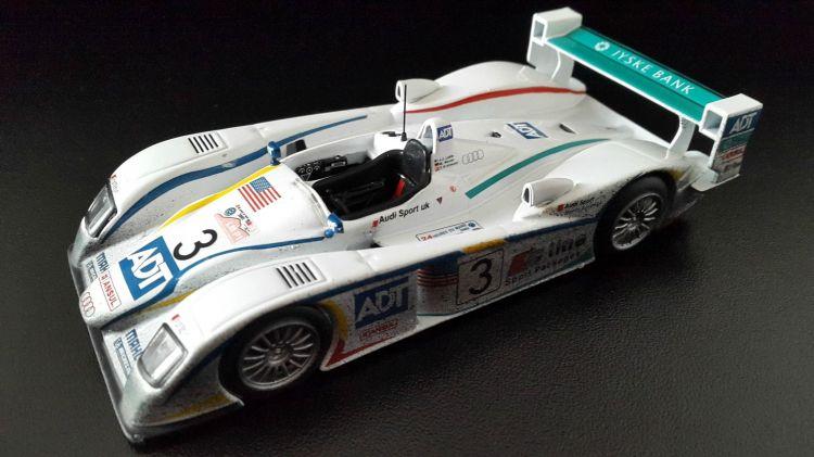 Wallpapers Cars Cars - Toys Audi R8 victorieuse des 24 Heures du Mans 2005