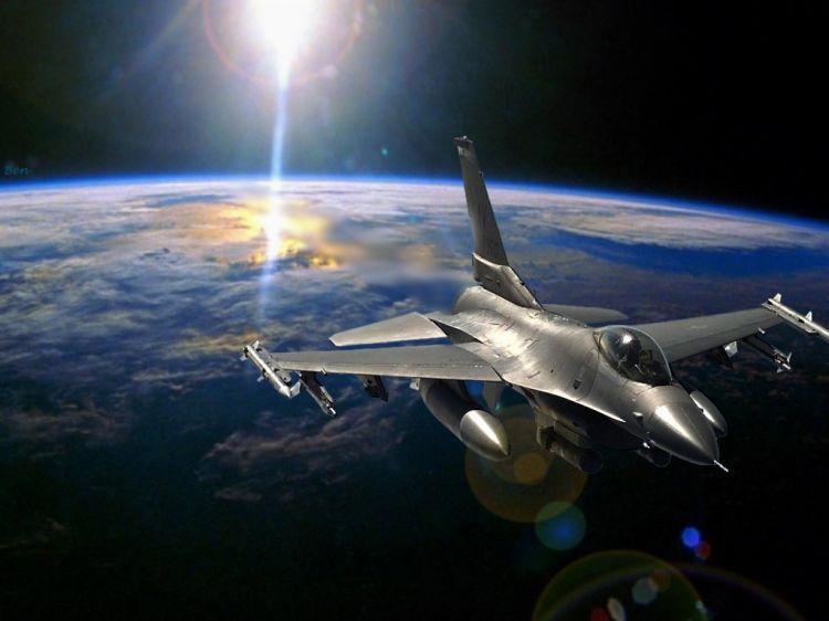 Fonds d'écran Avions Avions militaires F16 in space
