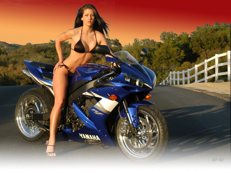 Fonds d'écran Motos Filles et motos 12