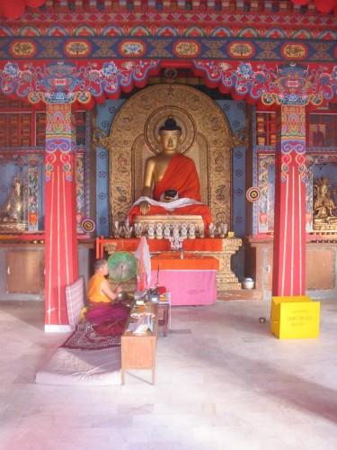 Fonds d'écran Voyages : Asie Inde Moine priant