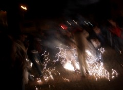 Fonds d'écran Objets Fuego entre la gente