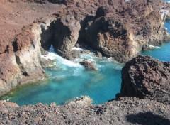 Fonds d'écran Voyages : Afrique Eaux turquoises et roches brûlées