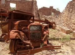 Fonds d'écran Transports divers Carcasse de voiture : Oradour-sur-Glane