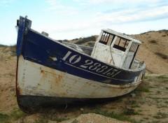 Wallpapers Boats Echoué sur la plage du Douet (Ile d'Oléron)
