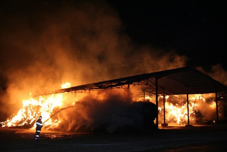 Wallpapers People - Events Firefighters - Fire feu de hangar 2