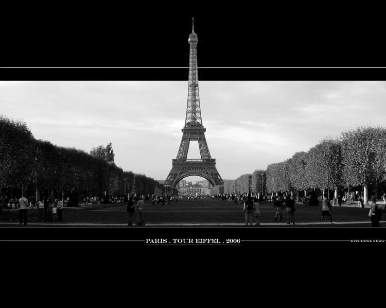 Fonds d'écran Voyages : Europe France > Ile-de-France > Paris Tour Eiffel _ monochrome