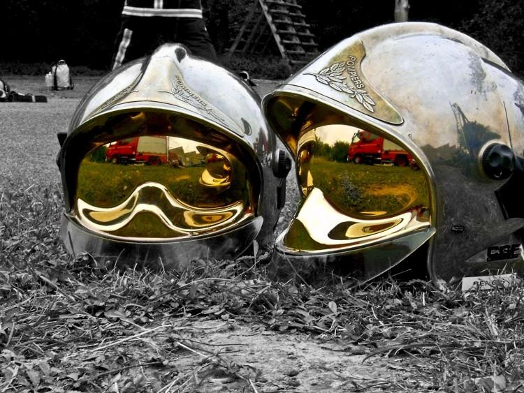 Fonds d'écran Hommes - Evênements Pompiers - Incendies casques F1 chromés