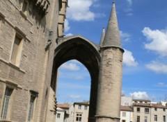 Fonds d'écran Constructions et architecture Profil élégant de l'entrée de la massive cathédrale St Pierre