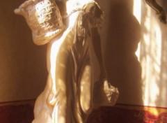 Wallpapers Constructions and architecture une douce lumière se dépose sur cette statue
