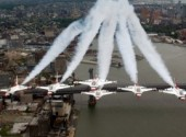 Fonds d'écran Avions F-16 Fighting Falcons U.S. Air Force Thunderbirds over New York City