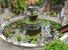 Wallpapers Nature Jardin d'un temple bouddhiste balanais