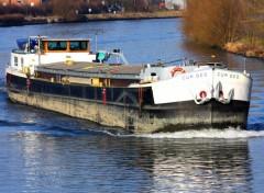 Fonds d'écran Bateaux Péniche rentrant sur le canal de la Lys à Lille