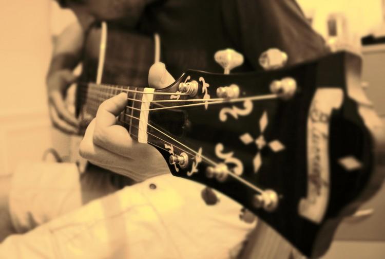 Fonds d'écran Musique Instruments - Guitares Glisse