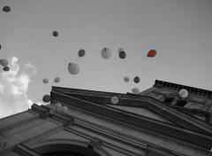 Fonds d'écran Constructions et architecture Lachez de ballon à la sortie de l'église