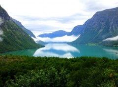 Fonds d'écran Voyages : Europe Lac glaciaire en Norvège