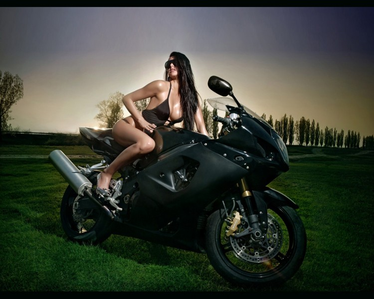 Fonds d'écran Motos Filles et motos girl and K4